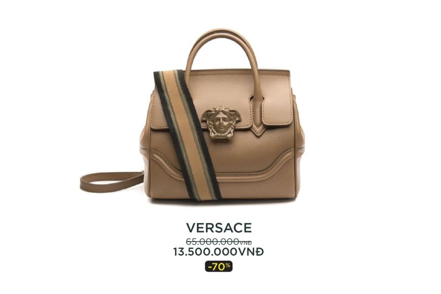 Túi xách Versace được nhiều khách hàng nữ yêu thích.