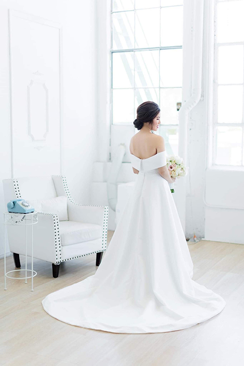 Váy được bán với giá 16,8 triệu đồng.