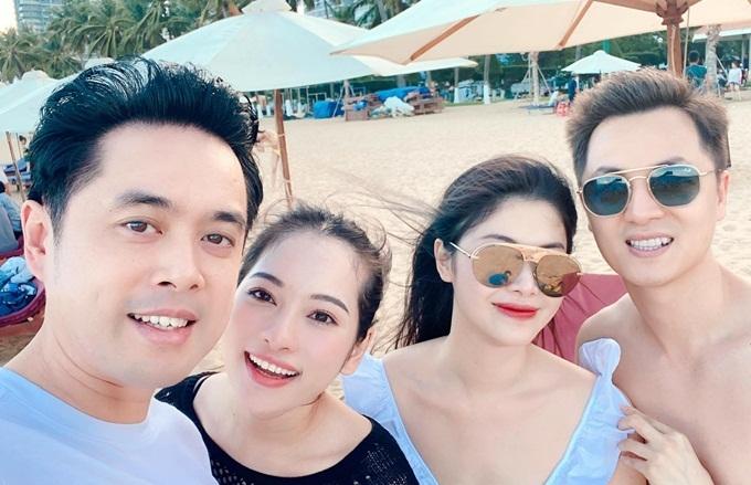 Hôm sau, gia đình Sara Lưu cùng Thủy Anh - Đăng Khôi dạo chơi trên bãi biển và đi thăm một số địa danh nổi tiếng gần resort. Vợ chồng Đăng Khôi đưa theo hai con trai Ken và Đăng Anh.