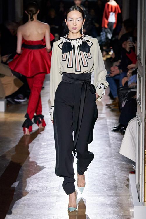 Tới nay, cô đã xuất hiện trên 40 trang bìa tạp chí và catwalk ở 399 show diễn, lần gần đây nhất là Valentino Haute Couture Xuân 2020 hồi tháng 1.