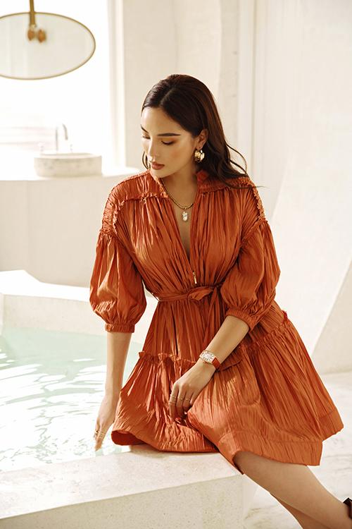 Không chỉ dừng lại ở việc quảng bá du lịch. Tinh thần Suitanable Fashion - thời trang bền vững, thân thiện với môi trường được nhà thiết kế làm nổi bật xuyên suốt bộ sưu tập này.