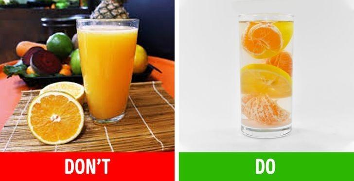 Nước ép hoa quả chứa rất ít chất xơ nên chúng chỉ có thể giải quyết cơn khát mà không làm bạn thấy no bụng. Thay thế việc uống nước ép bằng ăn trái cây nguyên miếng sẽ giải quyết được cả cơn đói vì chúng có kèm chất xơ.
