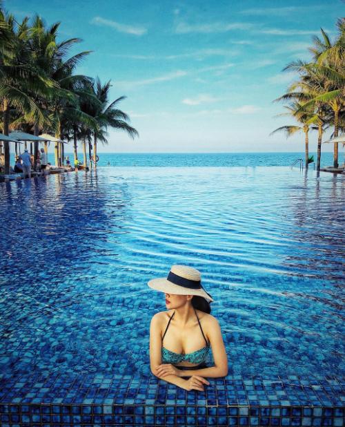 Là phu nhân của ông chủ tổ hợp nghỉ dưỡng, Phanh Lee quen thuộc với những khu resort khắp cả nước. Người đẹp thường check in ở các khu nghỉ 5 sao mà các celeb trong và ngoài nước hay lui tới.