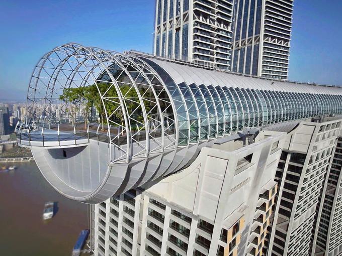 Tòa nhà nằm ngang treo ở độ cao 250 m - 6