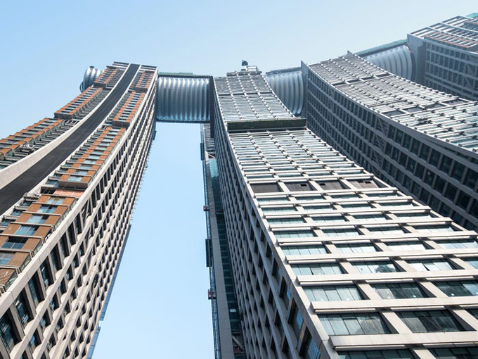 Tòa nhà nằm ngang treo ở độ cao 250 m - 4