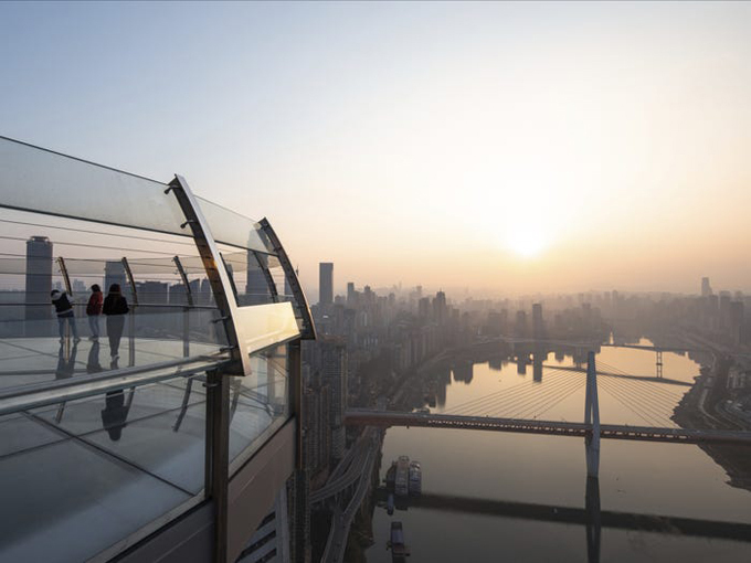 Tòa nhà nằm ngang treo ở độ cao 250 m - 12