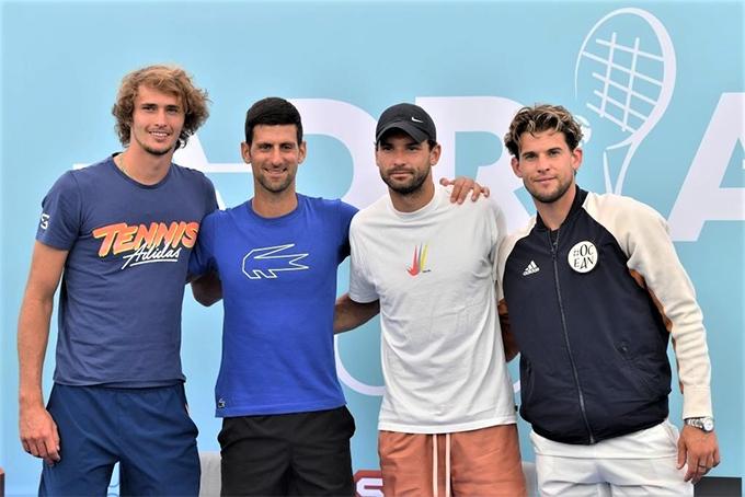 Giải đấu do Djokovic tổ chức bị nhiều người chỉ trích vì không tuân thủ các quy tắc phòng chống Covid-19 như giữ khoảng cách, đeo khẩu trang (với khán giả). Ảnh: Twitter.