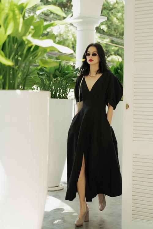 Bộ ảnh được thực hiện với sự hỗ trợ của nhiếp ảnh Hậu Lê, trang điểm và làm tóc Xi Quan Lê, người mẫu Lệ Hằng, Thanh Trúc Trương.
