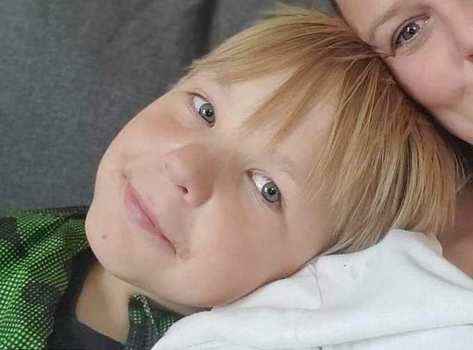 Bé Zachary, 11 tuổi, tử vong do bị ép quá nhiều nước mà không được ăn. Ảnh: Angela Tuetken.