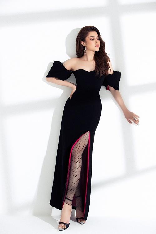 Có kinh nghiệm làm người mẫu nên LiLy Chen tạo dáng chuyên nghiệp.