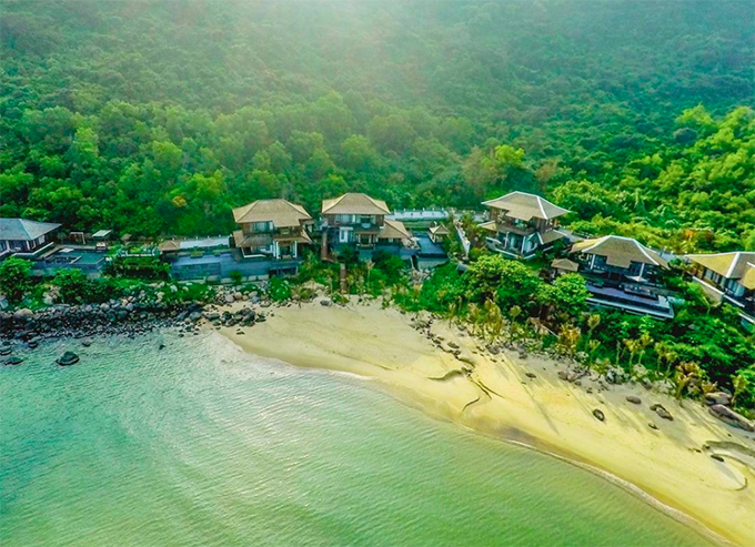 [Caption]In 2019, InterContinental Danang was chosen as the Best Resort in Asia and was ranked number 4th in the list of the Best Resorts in the World by readers of Condé Nast Traveller magazine.It is time we continue this tradition of excellence.Show your support and vote for us at the Condé Nast Traveller 2020 Readers' Choice Awards.