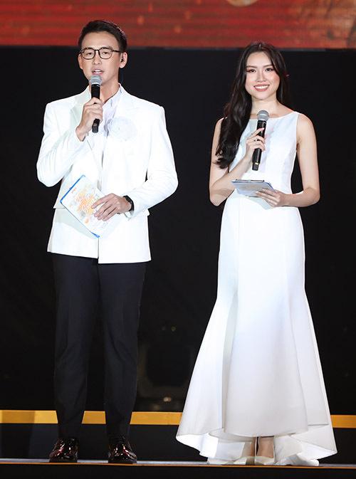 Quang Bảo - Thanh Thanh Huyền phối hợp ăn ý khi dẫn dắt đêm nhạc tối 27.6.
