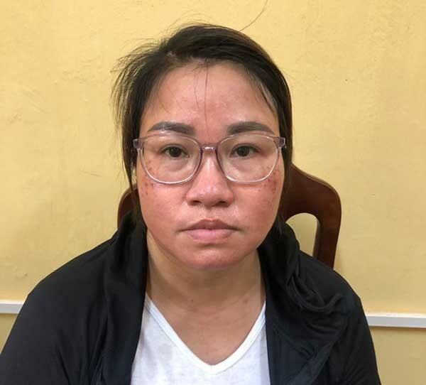 Nghi phạm Trần Thị Thanh Hồng tại trụ sở công an.