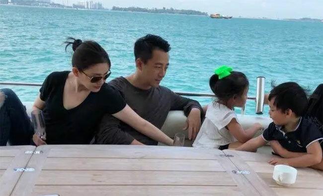 Vợ chồng Từ Hy Viên đưa con đi chơi hôm đầu tuần.