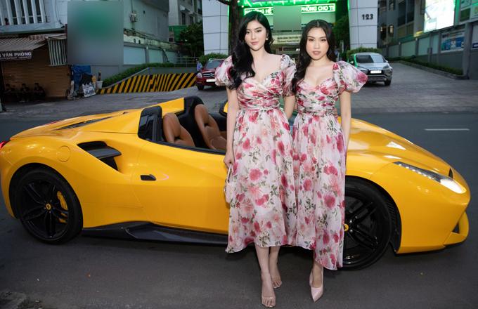 Huỳnh Tiên và Thanh Thanh Huyền như chị em khi mặc giống hệt nhau.