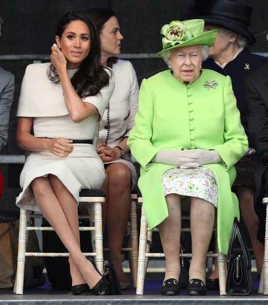 Meghan cùng Nữ hoàng tới dự sự kiện tưởng nhớ các nạn nhân vụ cháy tòa nhà Grenfell Tower hồi tháng 6/2019, khi cô mới kết hôn được một tháng. Ảnh: PA.