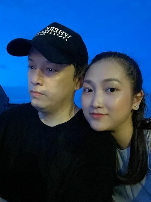 Lam Trường hơn bà xã Yến Phương 17 tuổi nhưng đôi vợ chồng nhìn không mấy khác biệt.
