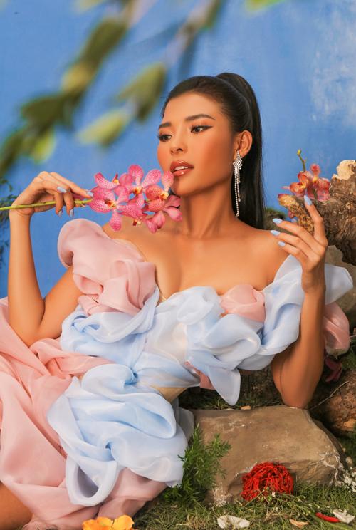 [Caption] Photo: Nguyễn Du  Make up: Hiwon  Hair: Jimin  Stylist: Trang Nhẹ Nhàng