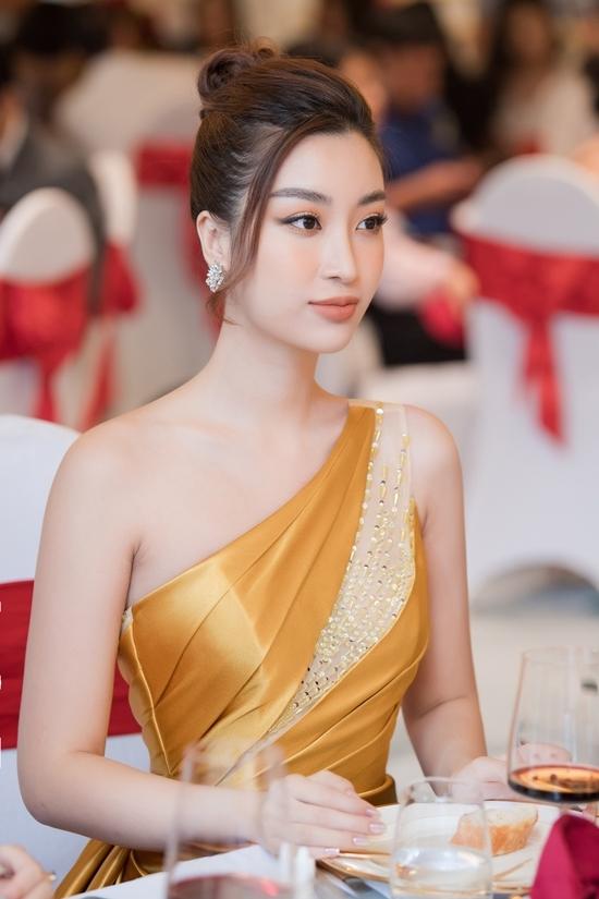 Mỹ Linh đăng quang Hoa hậu Việt Nam 2016. Ở cuộc thi năm nay, cô sẽ đảm nhận vai trò dẫn dắt