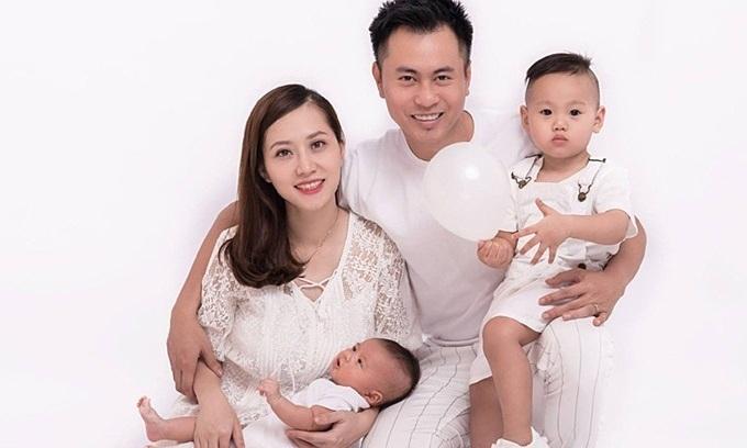 Vợ Dương Cầm hỗ trợ chồng làm nghệ thuật
