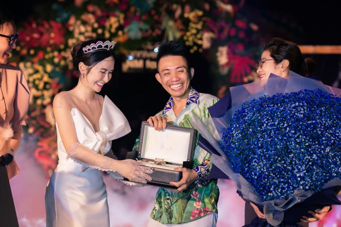 Đại gia Minh Nhựa làm đại tiệc mừng 8 năm ngày cầu hôn - page 8 - 8
