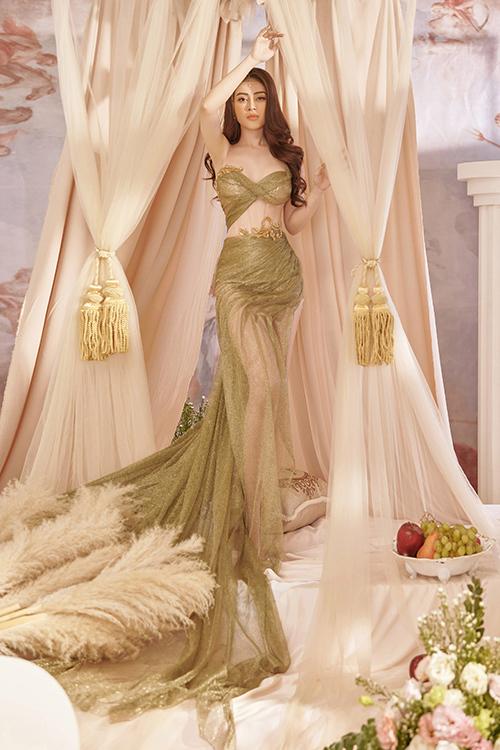 Thiết kế cut-out pha xuyên thấu của váy dạ hội tạo nên những khoảng hở táo bạo, giúp người đẹp khoe được đường con gợi cảm.