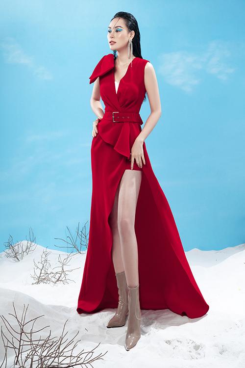 Đầm xẻ táo bạo được mix cùng chân váy ngắn để tôn chân thon và vẫn giúp phái đẹp có được sự thoải mái, an toàn khi tham gia tiệc tùng.