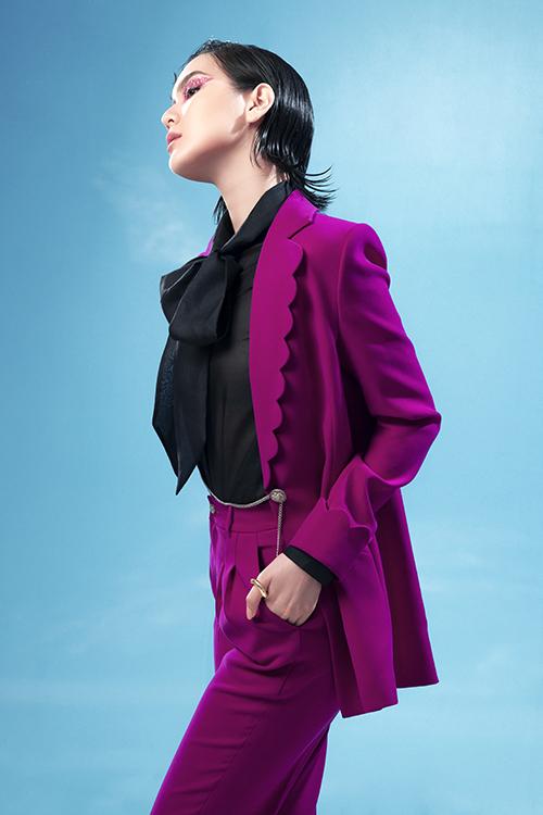Bộ ảnh được thực hiện với sự hỗ trợ của nhiếp ảnh Trần Hoàng Vũ, stylist Đinh Thành Long, người mẫu Thanh Thảo - Tú, trang điểm Sol - Xị Quan Lê.