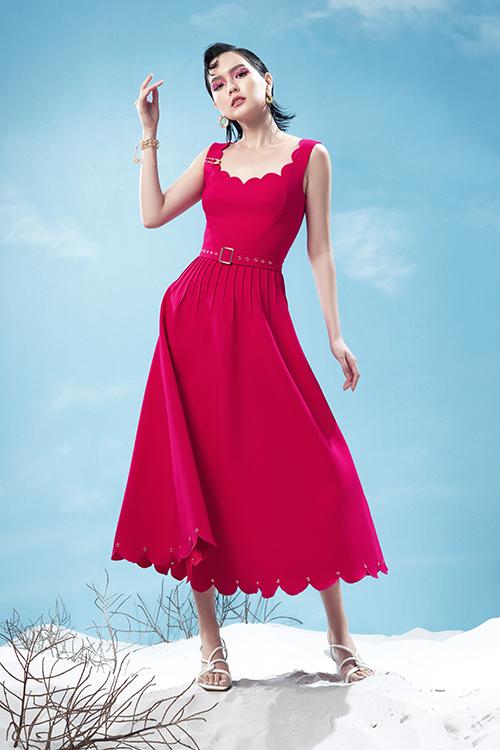 Những cô nàng yêu váy áo điệu đà có thể tham khảo các thiết kế váy xoè, đầm xếp nếp phần eo tinh tế để mang lại nét trẻ trung.