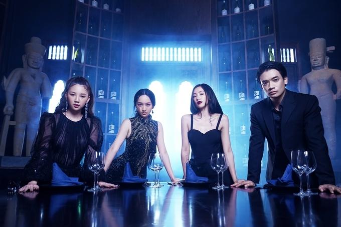Dự án mới của đạo diễn Victor Vũ khởi quay vào cuối tháng 6, với bốn vai diễn chính do ca sĩ Amee, diễn viên Trúc Anh, hot girl - diễn viên Salim, ca sĩ Samuel An (từ trái qua) đóng chính.
