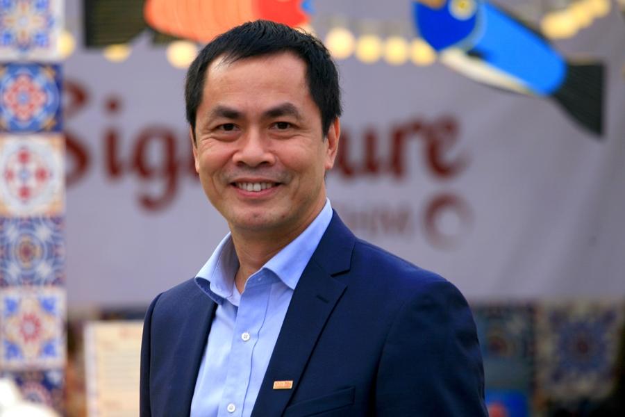 Thành phần ban giám khảo còn có nhà thơ Hữu Việt.