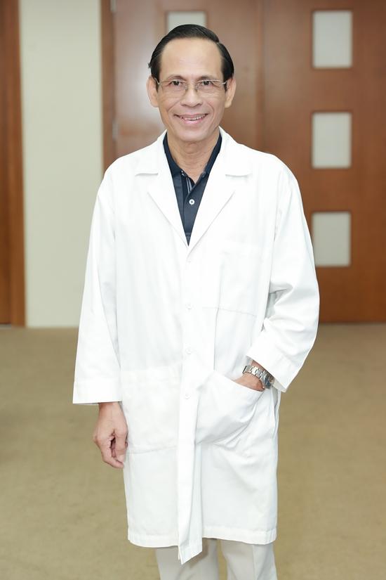 GSTS Hoàng Tử Hùng là thành viên ban giám khảo, đảm nhận chuyên môn nhân trắc học.
