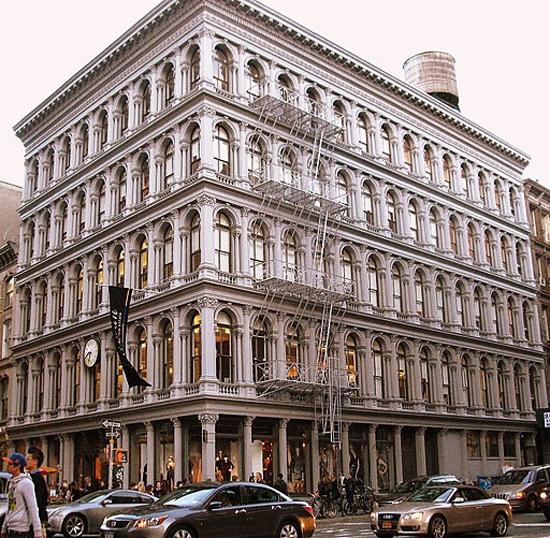Tòa nhà Haughwout nổi tiếng tại Manhattan, New York thuộc sở hữu của ông chủ Zara. Ảnh: Dayton in manhattan.