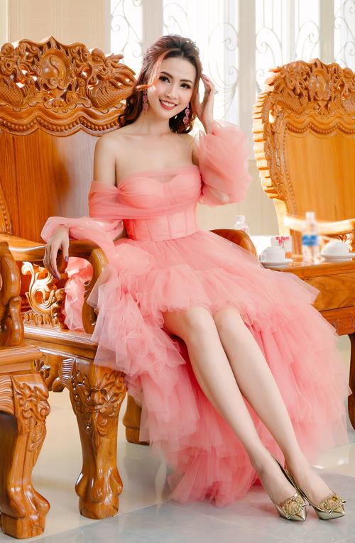 Hoa hậu Đại sứ Du lịch Thế giới 2018 luôn đầu tư trang phục, chăm chút hình ảnh kỹ lưỡng khi xuất hiện trước công chúng.