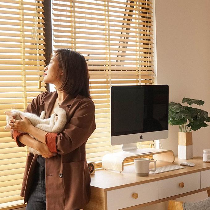 Ở tuổi 27, Nguyễn Minh Thuỳ (biệt danh: Tơ, graphic designer, quản lý người mẫu Đồng Ánh Quỳnh) đã tự tậu được cho mình một căn hộ ở quận 9, TP HCM. Căn hộ của chị có diện tích 54 m2, được mua vào tháng 3 với giá 1,8 tỷ đồng.