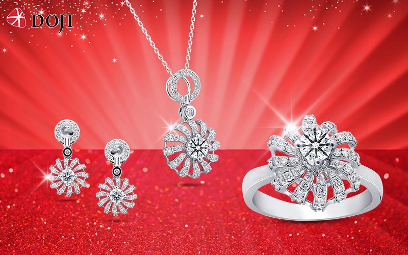 Ngoài việc làm sạch miễn phí trang sức cho khách hàng, với mức ưu đãi đến 30%, khách hàng của DOJI và Thế giới kim cương được thỏa sức khám phá và sở hữu những mẫu nữ trang tinh tế làm từ kim cương, ngọc trai, đá màu, trang sức ổ...