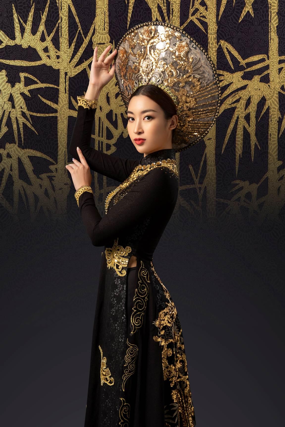 Bước ra từ cuộc thi Hoa hậu Việt Nam, Đỗ Mỹ Linh là một trong những người đẹp luôn được công chúng quan tâm, yêu mến. Không chỉ tích cực tham gia những hoạt động cộng đồng, Đỗ Mỹ còn luôn hăng hái góp mặt trong những dự án tôn vinh văn hoá, nhan sắc và trí tuệ phụ nữ Việt. Bộ ảnh mới đây của Hoa hậu Việt Nam 2016 kết hợp cùng Kingsport, một trong những thương hiệu hàng đầu trong ngành hàng thể thao Việt Nam, cũng được người hâm mộ chú ý.