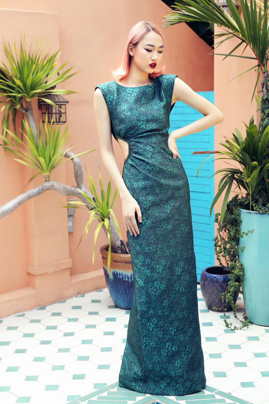 Hà Duy bày tỏ, gần đây anh không còn phô diễn kỹ thuật đính kết như trước mà hướng theo style tối giản, tinh tế và đầu tư cho các chi tiết đắt giá trên trang phục.