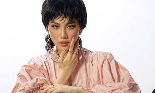 Siêu mẫu Quỳnh Hoa thử mốt tóc tém
