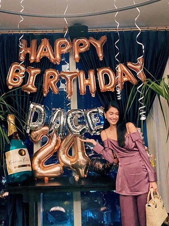 Á hậu Thùy Dung vẫn đi làm trong ngày sinh nhật - 12