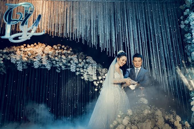 Hôm 12/7, Hoa khôi Nam Bộ Hải Yến lên xe hoa. Tiệc cưới của cô diễn ra tại quê nhà Cần Thơ, do mẹ nuôi là bà bầu Tuyết Nhung đích thân lo liệu. Hôn lễ có chủ đề Dreamy wedding, theo Hải Yến có nghĩa biến giấc mơ thành hiện thực. Từ nhỏ hoa khôi 25 tuổi đã mơ về lễ cưới có nhiều hoa tươi, ánh đèn lung tinh như trong truyện cổ tích. Đến nay, điều ước đó đã thành hiện thực.