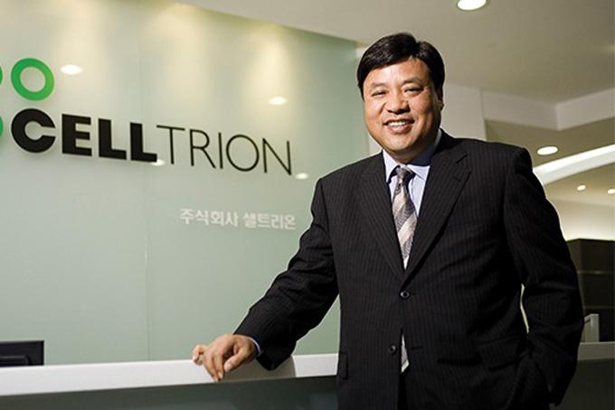 [Caption]Seo Jung-jin (11,4 tỷ USD, tăng4 tỷ USDso với 2019): Doanh nhân Seo Jung-jin là đồng sáng lập hãng dược phẩm sinh học Celltrion, có trụ sở tại Incheon. Ông Seo lần đầu có mặt trong danh sách tỷ phú củaForbesnăm 2013 với tài sản1,2 tỷ USD. Hồi tháng 1, ông Seo cho biết sẽ từ chức chủ tịch Celltrion và nghỉ hưu vào cuối năm nay. Niềm tin của thị trường vào hiệu quả của những bộ xét nghiệm và phương thức chữa trị Covid-19 do Celltrion phát triển giúp doanh nhân 62 tuổi giàu thêm.
