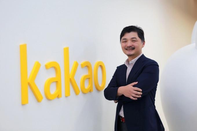 5. Kim Beom-su, 54 tuổi, Nhà sáng lập Kakao Talk- Tổng tài sản: 5,2 tỷ USD, tăng 2,5 tỷ USD so với 2019.Tài sản của nhà sáng lập kiêm chủ tịch Kakao, ứng dụng nhắn tín phổ biến nhất Trung Quốc tăng mạnh trong thời gian qua nhờ việc người dân Hàn Quốc phải ở nhà và sử dụng nhiều hơn các ứng dụng nhắn tin, thương mại điện tử và trò chơi trực tuyến đã đem lại lợi ích lớn cho Kakao. Hãng báo cáo thu nhập 868 tỷ won (708 triệu USD) trong quý đầu tiên, tăng 23% so với cùng kỳ năm ngoái. Ảnh:Forbes.