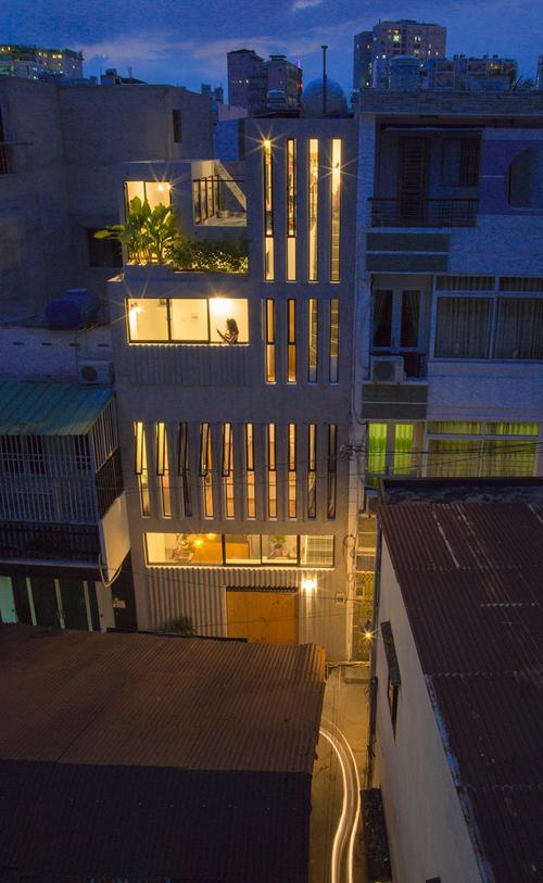 Do đó, chúng tôi đã thiết kế sao cho nhà ở cân bằng giữa việc tối ưu không gian và sáng tạo - điều mà gia chủ mong muốn, nhóm cho hay.