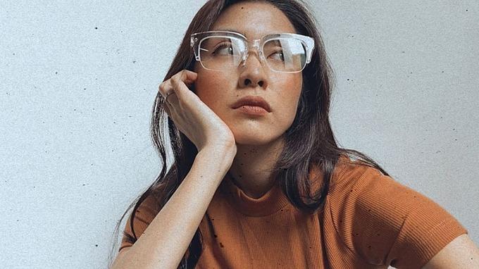 Tăng Thanh Hà selfie khoe nhan sắc gái hai con.