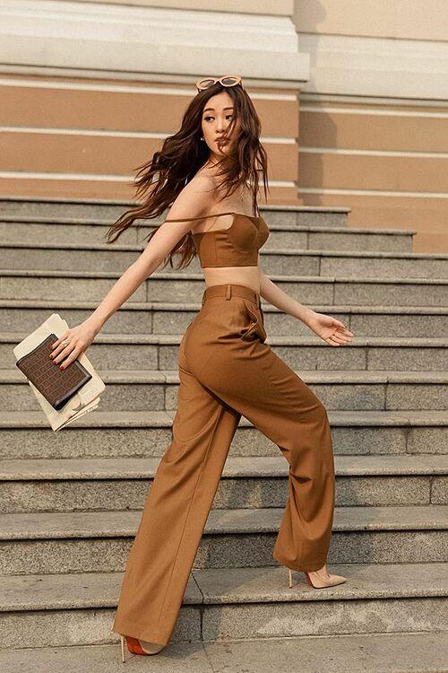 Hoa hậu Khánh Vân xinh đẹp, năng động khi xuống phố.