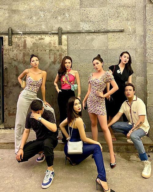 Hoa hậu Kỳ Duyên và người tình tin đồn Minh Triệu diện đồ đồng điệu khi đi chơi cùng Diệp Lâm Anh và những người bạn.