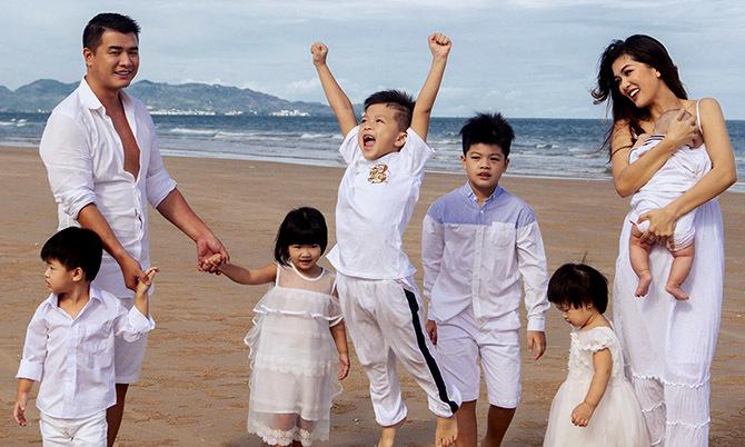 Vợ chồng Oanh Yến cùng 6 con nghỉ dưỡng ở Vũng Tàu