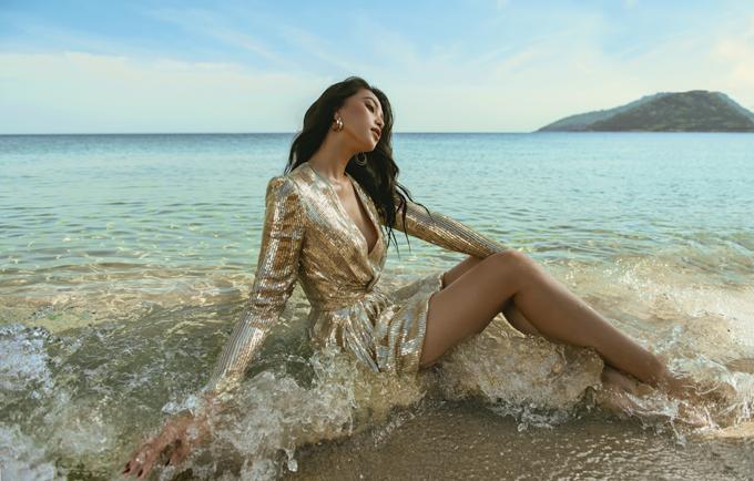 Fashion Destination là dự án kết hợp giữa trình làng các bộ sưu tập thời trang và quảng bá du lịch trong nước thời hậu Covid-19 của nhà thiết kế Lê Thanh Hòa. Trong chuỗi dự án này, mỗi tháng anh sẽ đồng hành cùng một nàng thơ, tìm đến một địa danh nổi tiếng để thực hiện các bộ ảnh thời trang.