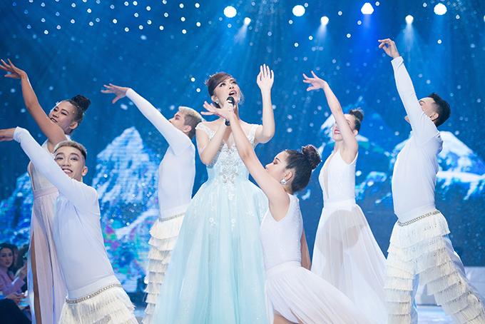 Sau khi đạt giải Ba tại cuộc thi Trời sinh một cặp, kỹ thuật hát của nàng Á hậu xứ Quảng ngày càng hoàn thiện.